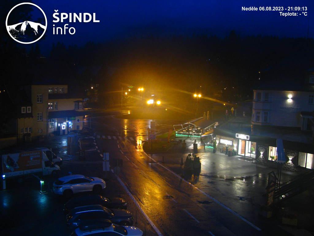 http://www.spindleruv-mlyn.com/_kamera/800x600-cam3.jpg
